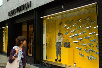 41588 
