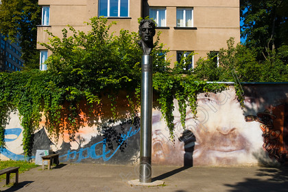39443 